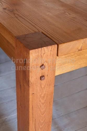 arredo-tavolo-legno-riciclo-sala-dettaglio